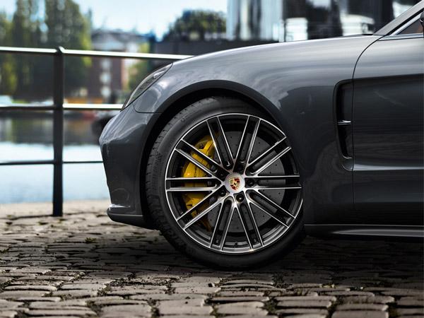 Three-way combination: sportscar performance, comfort and efficiency