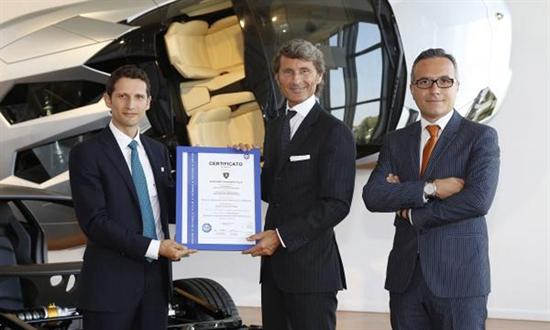 Bild der News Automobili Lamborghini erhält als erster Automobilhersteller weltweit die Zertifizierung des TÜV für seinen Reparaturservice für Fahrzeuge aus Carbonfaser